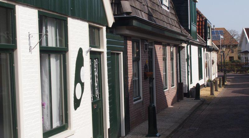 Straatje in Oosterend © 2015 www.Texel.is